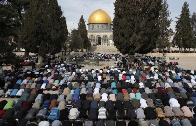 648x415_fideles-prient-esplanade-mosquees-a-jerusalem-14-novembre-2014-israel-autorise-premiere-fois-depuis-longtemps-tous