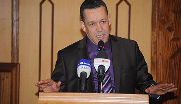 الإعلامي سليمان بخليلي متحدثا عن قضية الإمام الذي دفن في أحد مساجد بلدية عين مران بولاية الشلف